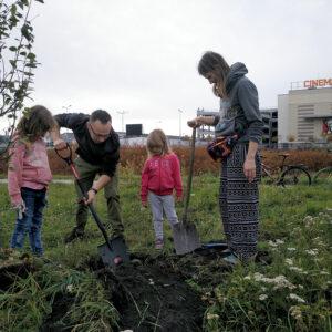Sadzimy drzewa Fundacja Rething